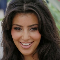 Kim Kardashian Smile Wallpaper 01 Wallpapers