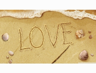 Love On The Beach Wallpaper