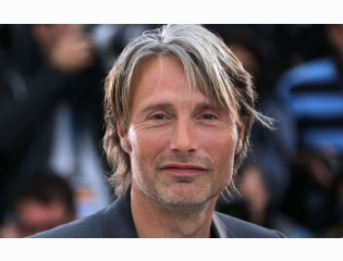 Mads Mikkelsen Smile Wallpapers