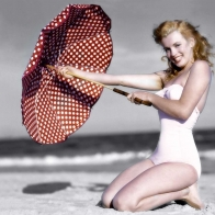 Marilyn A Day At The Beach Wallpaper