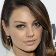 Milena Kunis At Awards Wallpapers