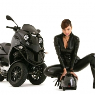 Mini Bike Hot Girl Wallpaper