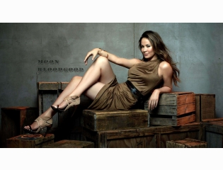 Moon Bloodgood Smiling Wallpaper