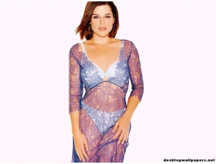 Neve Campbell Wallpaper