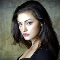 Phoebe Tonkin Wallpaper