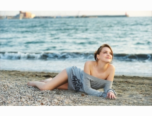 Portraits And Girls On Beach Wallpapers