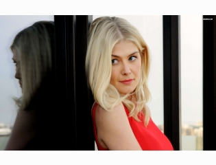 Rosamund Pike 1 Wallpapers