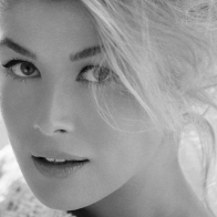 Rosamund Pike Wallpaper 01 Wallpapers