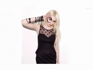 Taylor Momsen 1 Wallpapers