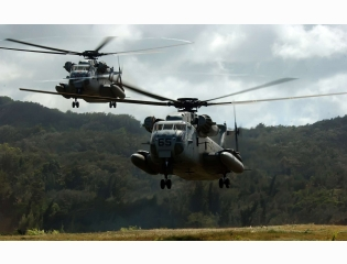 Two Ch 53d Sea Stallion Helicopters Wallpapers