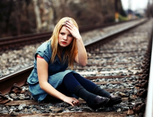 girl sitting alone hd wallpapers
